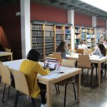 La sala d'estudi de la biblioteca de Nules s'ompli en període d'exàmens