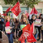 Nules apoya  la manifestación de las limpiadoras del IES y Los Gorriones por el retraso en el cobro de sus nóminas
