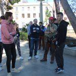 Alumnos de la Cámara de Comercio de València visitan Nules para asistir a la poda de árboles del Jardín Botánico